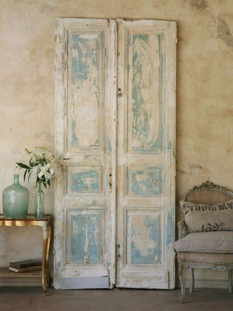 récup d'une vieille porte pour une déco rustique