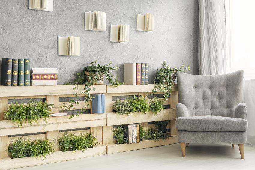 Jardinière de séjour fait avec des palettes de bois.
